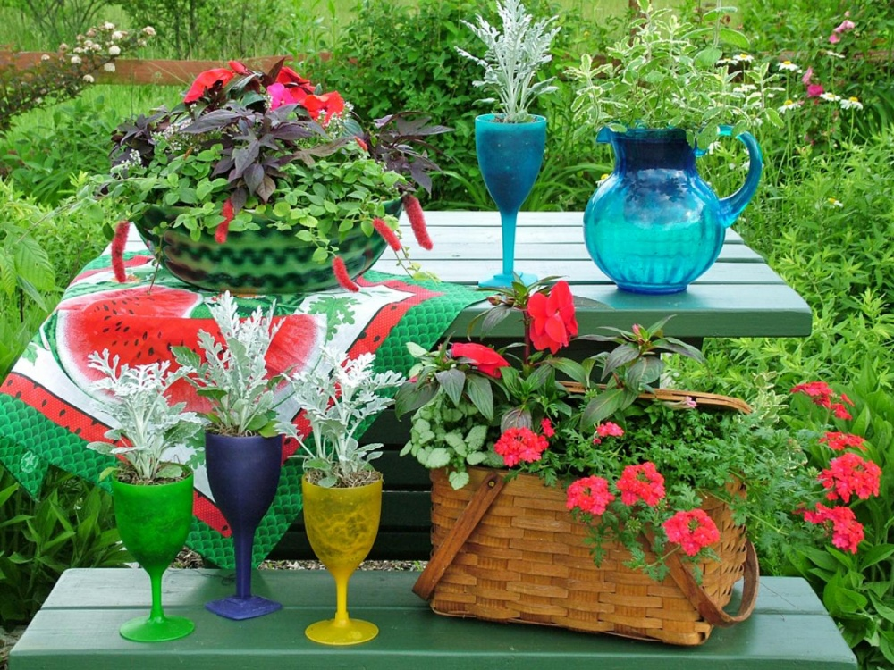 Old dishes and baskets into flowers pots